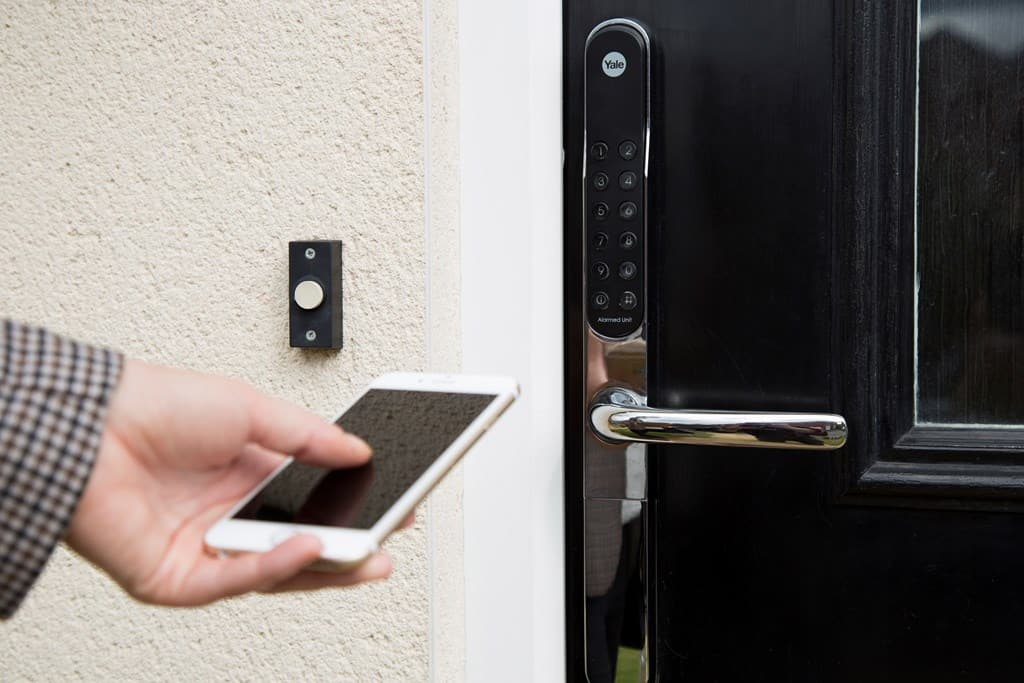 Khóa cửa điện tử là gì? Có tốt không? – Homego-3